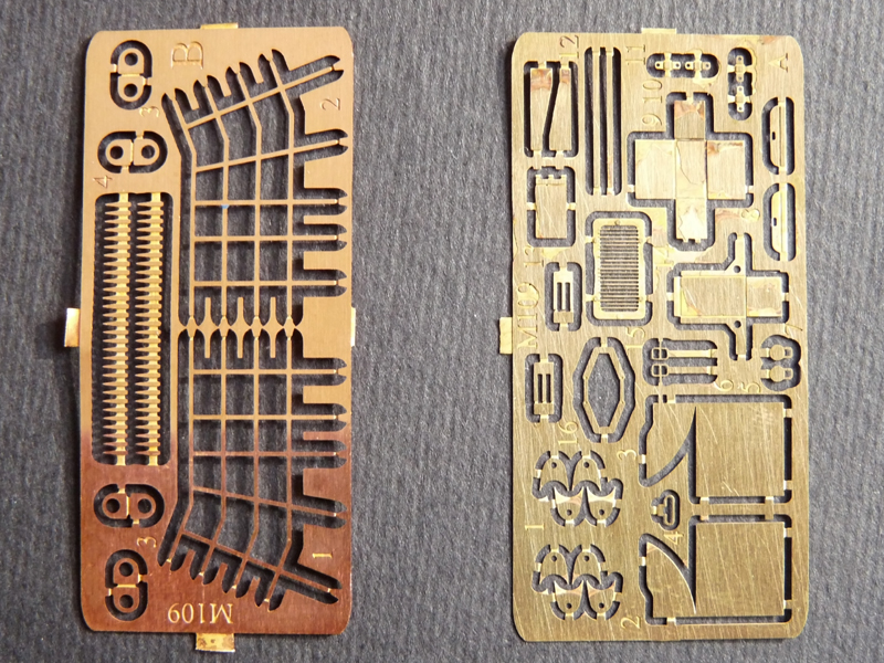 M109 by OKB Grigorov - PE parts. Left fret is 0,3 mm copper, the one on the right - 0,1mm brass