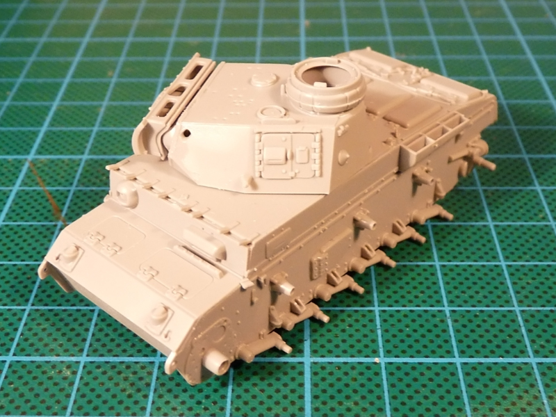 Dragon 1/72 Pz III Ausf. L, kit 7385 The major components from the other side