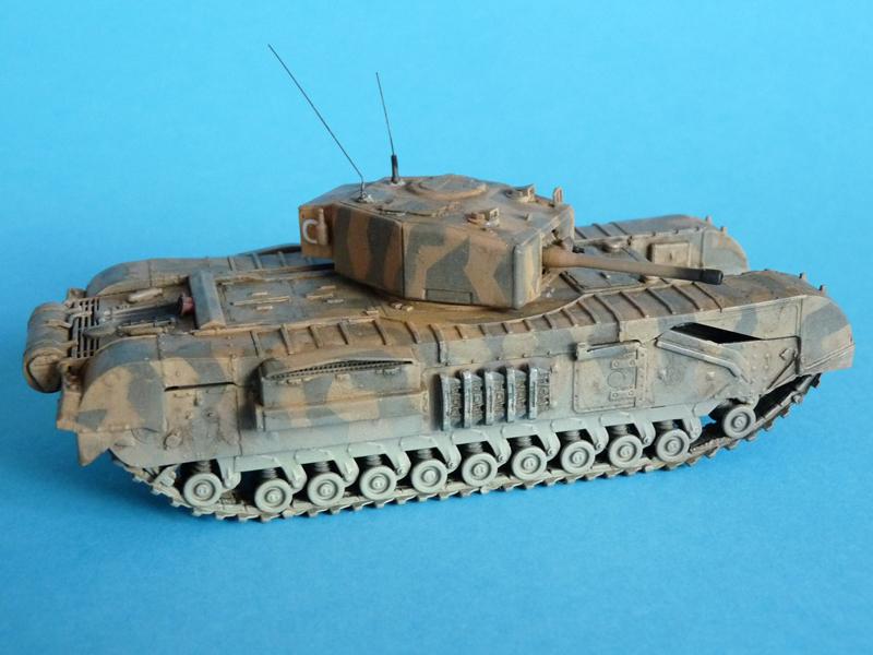 Dragon 1/72 Churchill Mk. III, kit 7396 Right side
