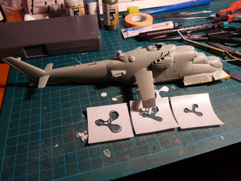 Mi-24P ESCI: Basic camo applied, masks for the amoeba spots in front