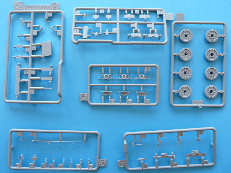 Dragon 1/35 StuG IV Late, kit 6211, Sprues A(blue), J, K, L, Q, S
