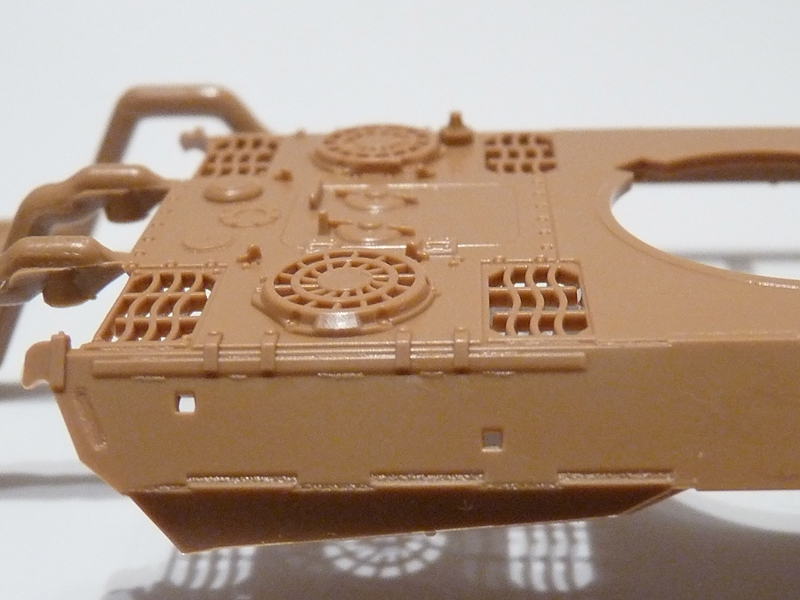 Zvezda 1/72 PzKpfw V Panther Ausf D, kit 5010 Upper hull - side profile of the engine deck