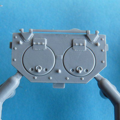 Zvezda's 1/72 IS-2, kit 5011 Hinged engine access plate