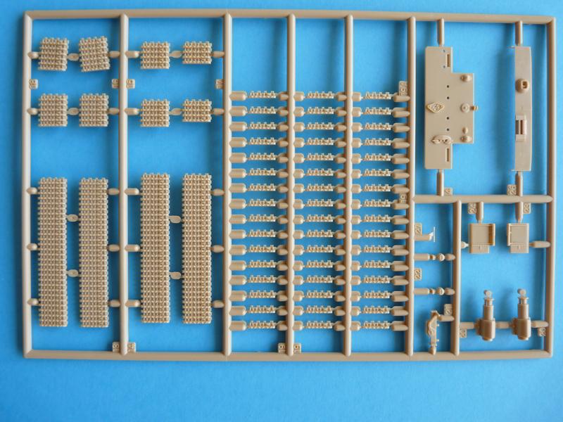 Revell 1/72 Pz. Kpfw. VI Ausf. E, kit 03116 Sprue C - tracks, aft bulkhead