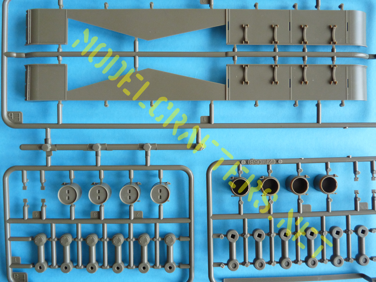 Bronco 1/35 SU-152 Early CB35113 Sprues Eb (fenders) and Ge (late fuel tanks)