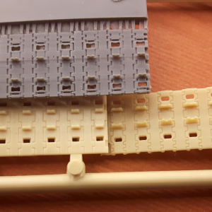 King Tiger tracks in 1/72: guide teeth comparison
