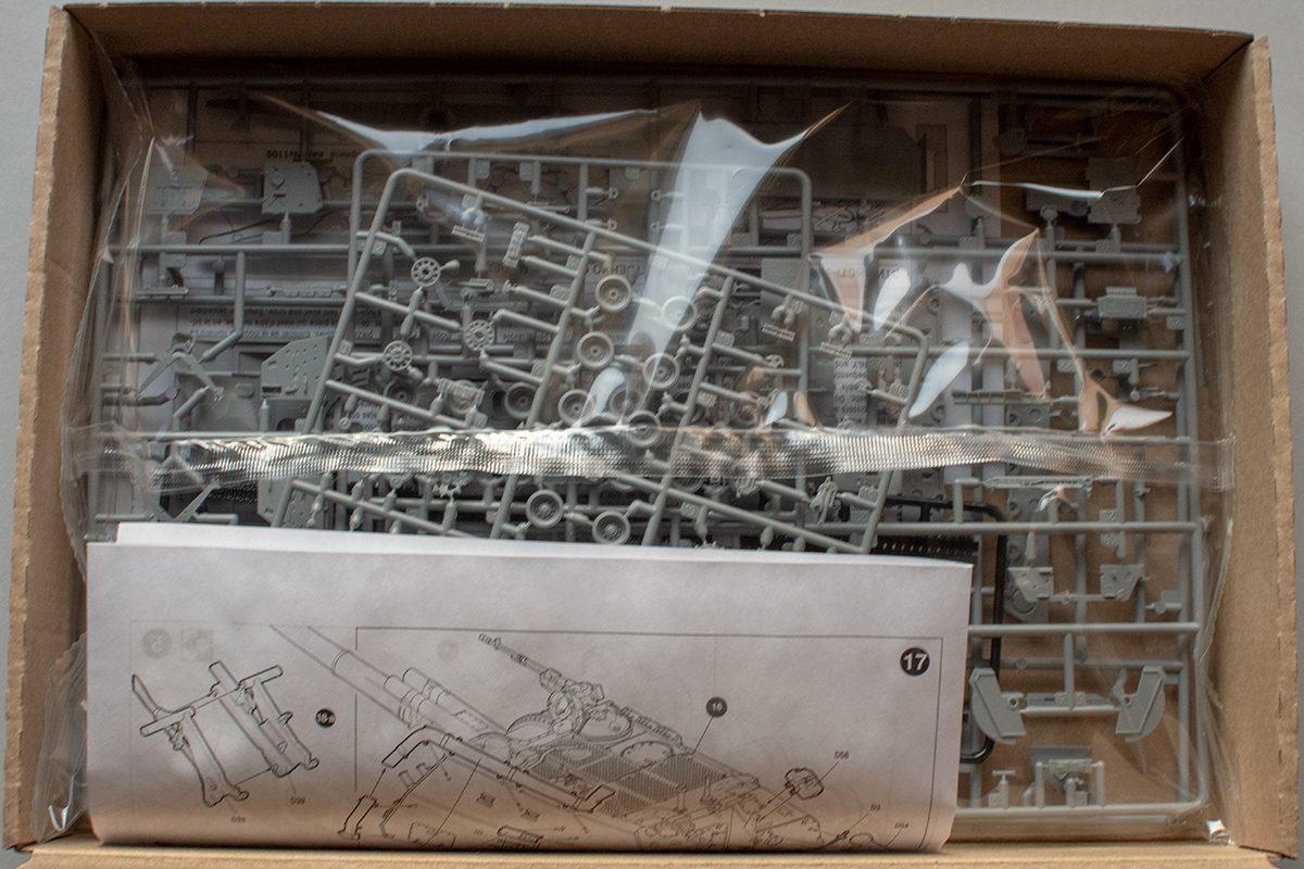 Zvezda 1/72 Msta-S box contents