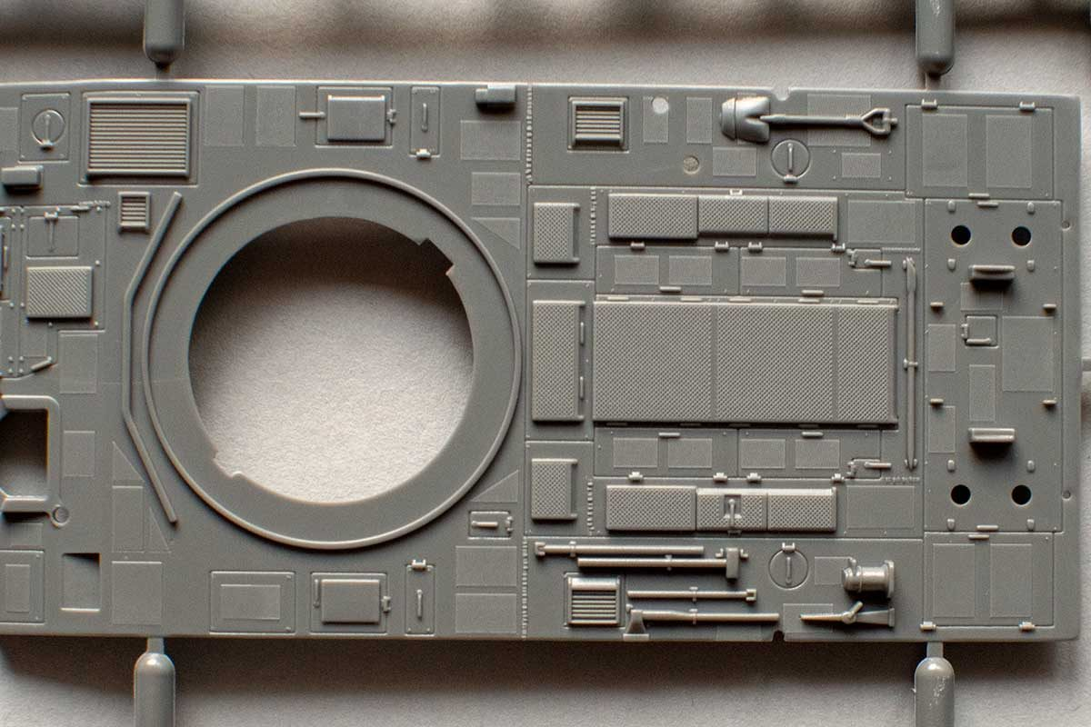 Fujimi Type 87 - hull top details